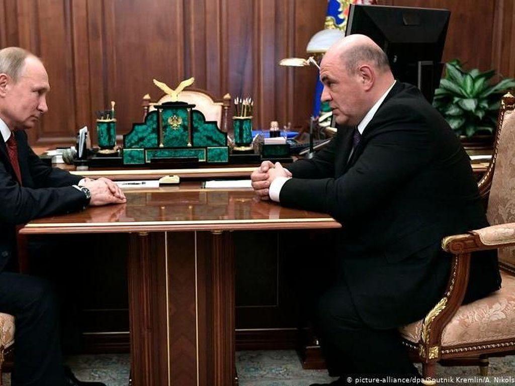 PM Rusia Kembali Bekerja Usai Berjuang Melawan Virus Corona