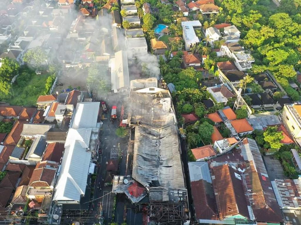 Supermarket Bintang Seminyak Terbakar, 13 Bangunan Ikut Ludes