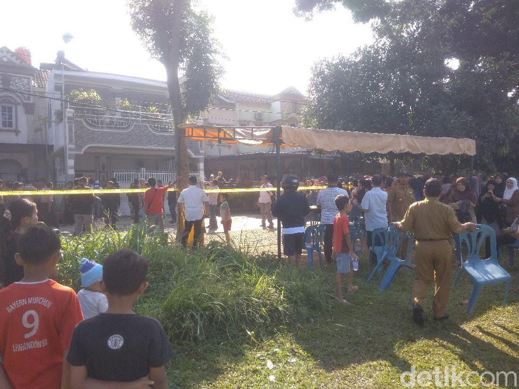 Warga Ramai-ramai ke Lokasi Rumah Hakim Jalamuddin Jelang Rekonstruksi