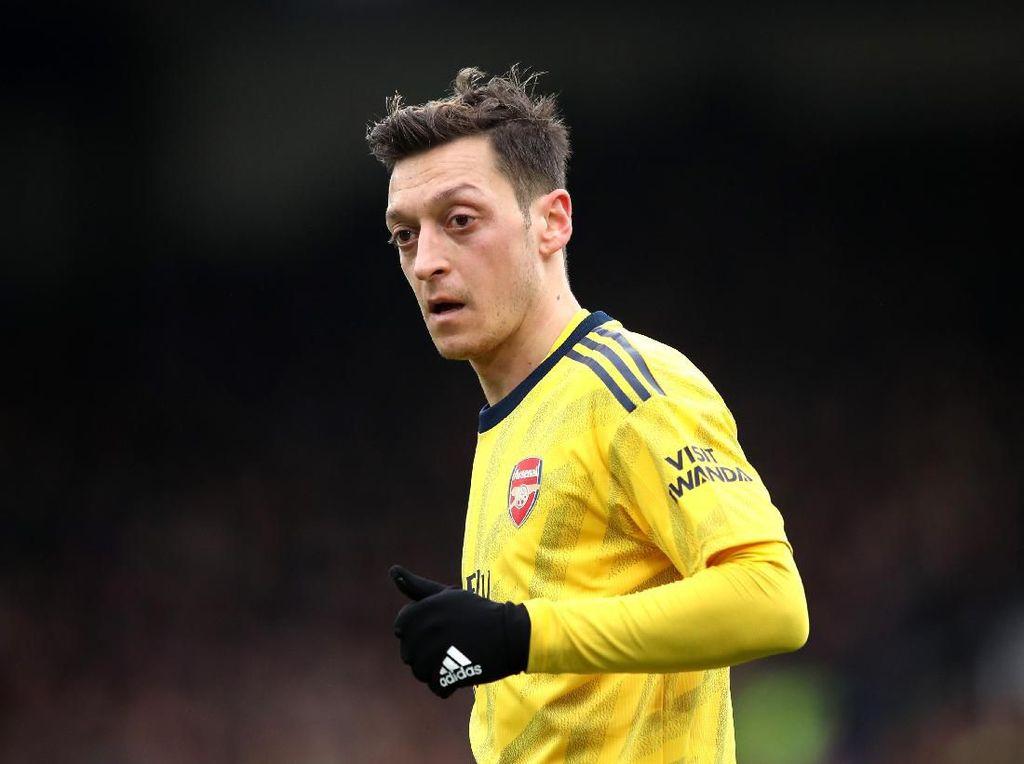Dua Pria Ini Ancam Bunuh Mesut Ozil, Kenapa?