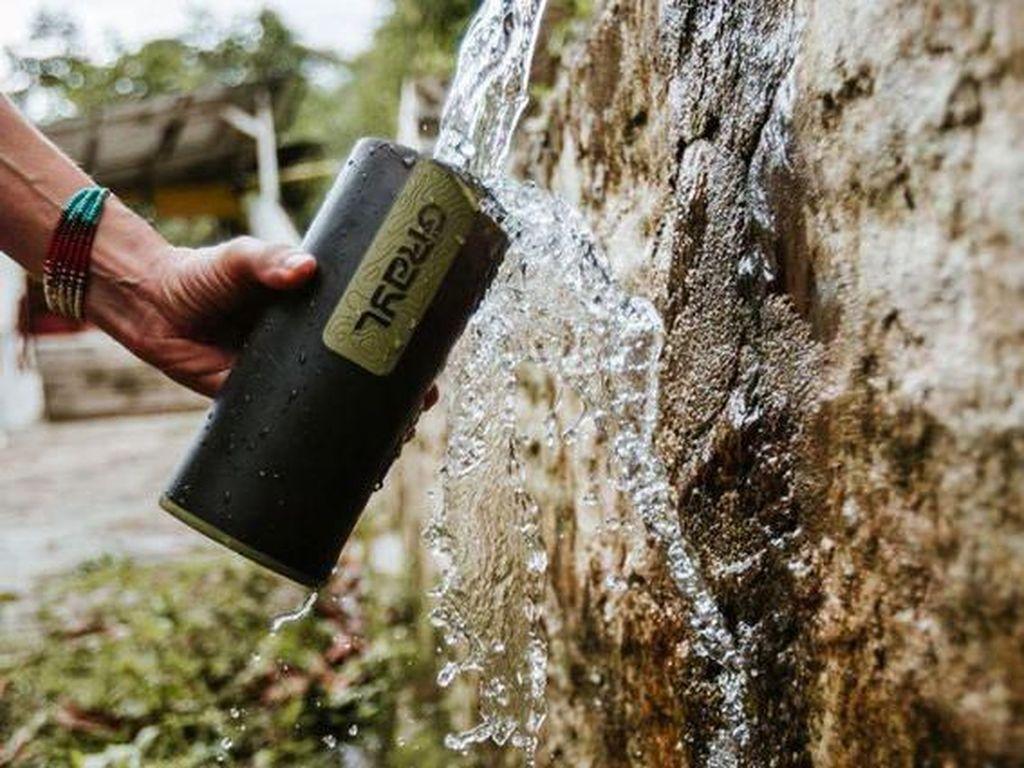 Canggih! Botol Minum Ini Bisa Saring Kotoran dan Bunuh Bakteri