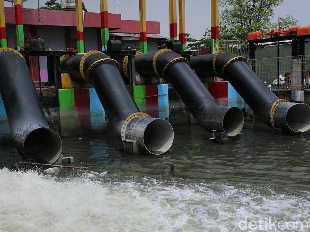 59 Rumah Pompa dan 111 Genset Siap Halau Banjir di Surabaya