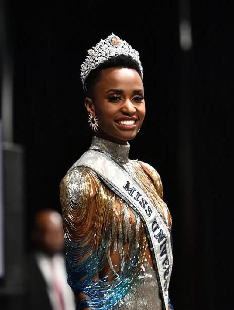 Wanita Afrika Selatan beragam warna dan jenis kulitnya. Untuk mereka yang berkulit gelap lebih suka bermain dengan lipstik warna bold. Sementara wanita yang berkulit putih memilih tampilan lebih natural. Foto: Paras Griffin/Getty Images