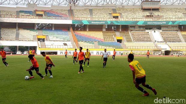 Timnas U-19 melajutkan pemusatan latihan di stadion Wibawa Mukti, Cikarang.