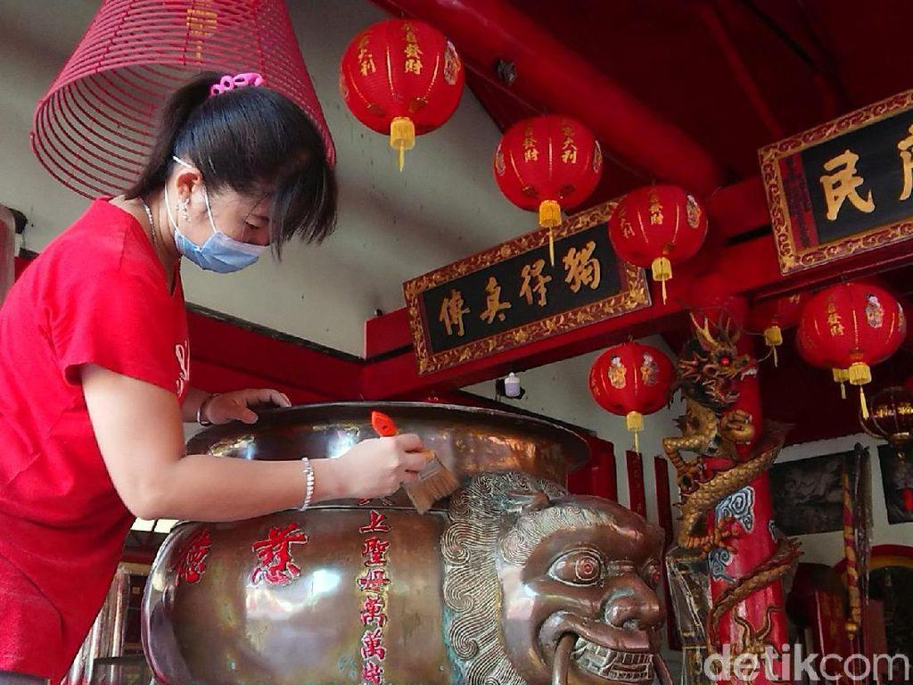 Klenteng Tjoe Tik Kiong Tulungagung Mulai Pasang Hiasan Jelang Imlek
