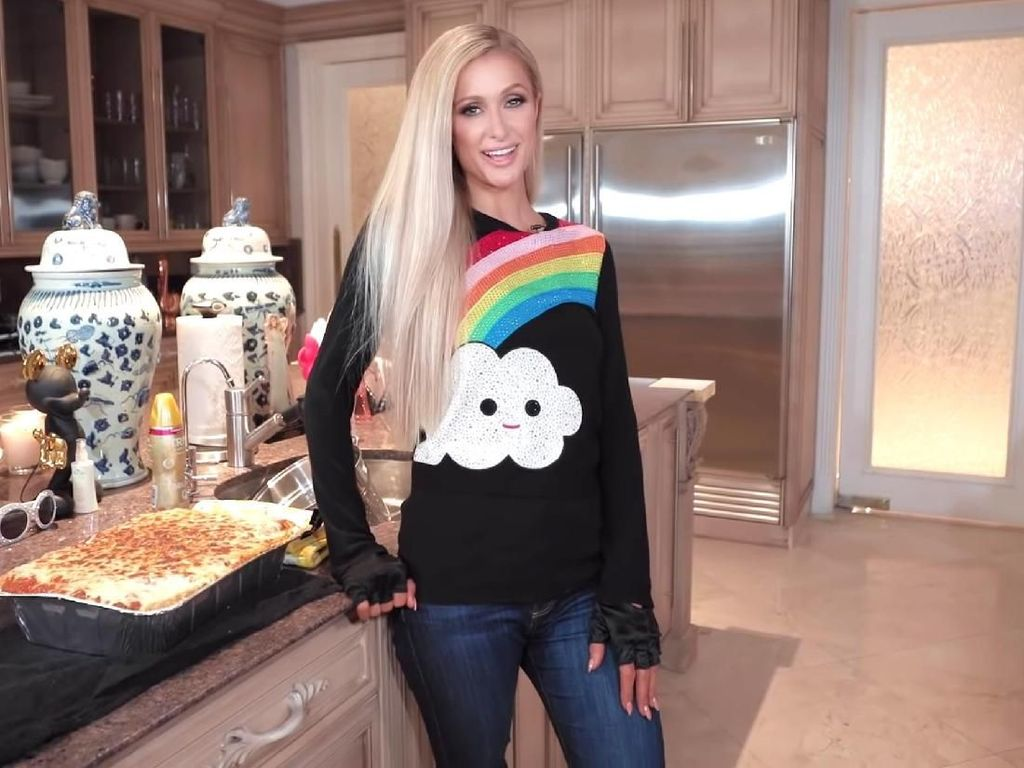 Cooking with Paris, Acara Masak Paris Hilton yang Hits di YouTube