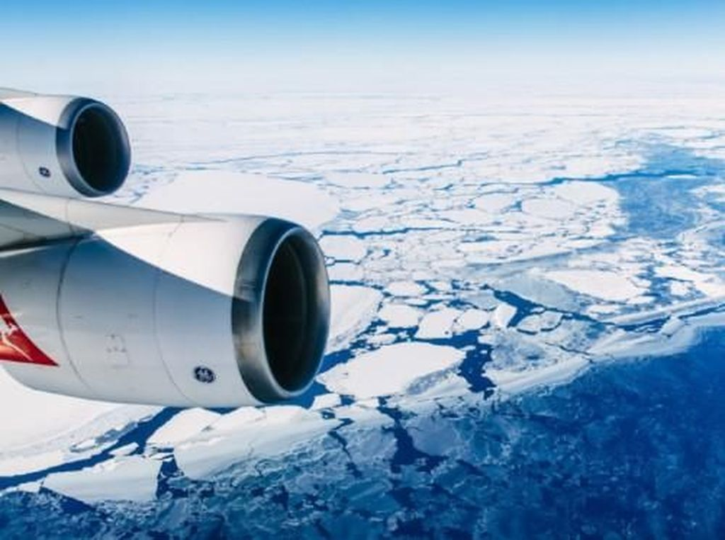 Panorama Indah Antartika dari Atas Pesawat