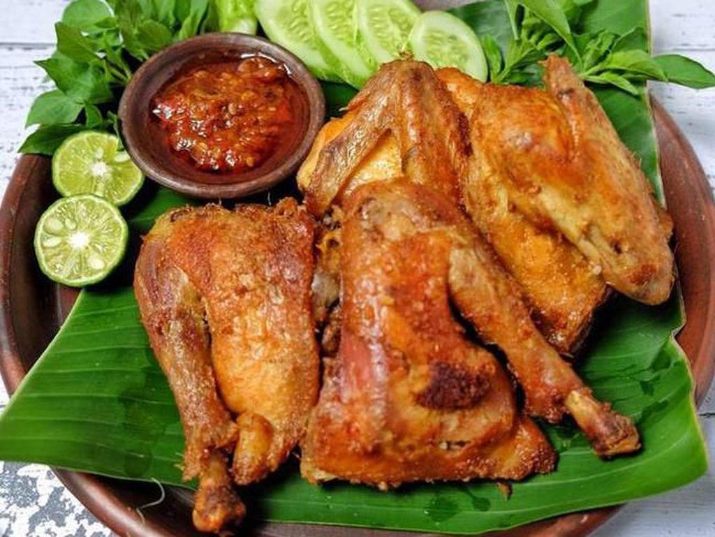 Gurih Empuk Ayam Kalasan Plus Sambal Bajak Bisa Dinikmati di Sini