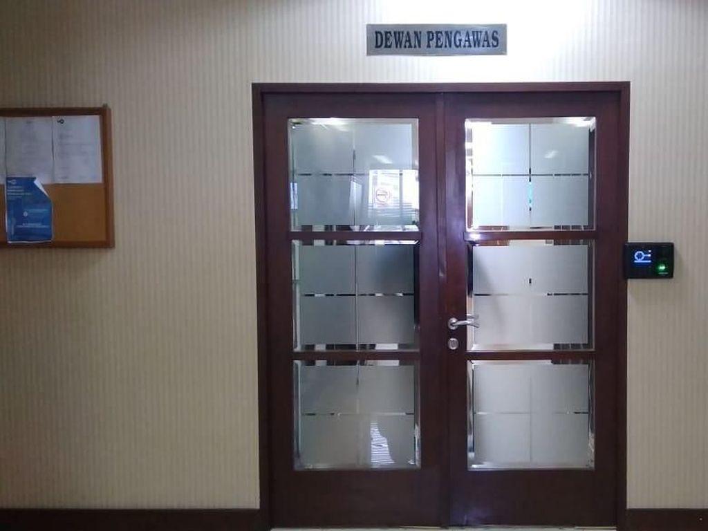 Segel di Ruang Dewan Pengawas TVRI Dilepas
