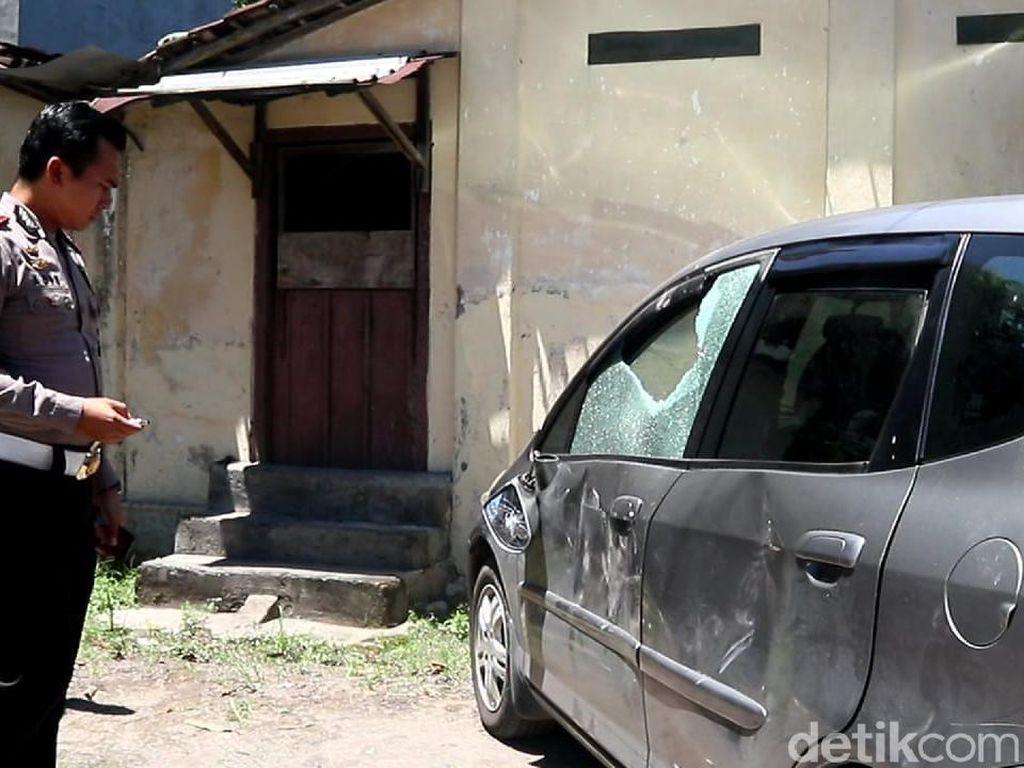 Usai Tabrak Satpam, Mobil Pelaku Mesum di Mal Solo Dihajar Massa
