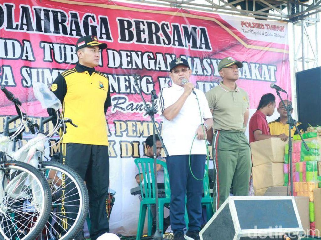 Pererat Silaturahmi, Polisi Tuban Olah Raga Bareng dengan Warga Tuban
