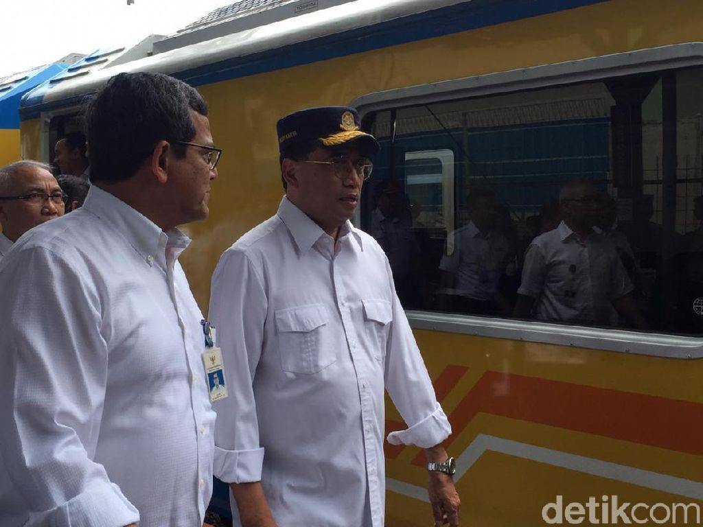 Naik Kereta Inspeksi, Menhub Tinjau Jalur KA Rangkasbitung-Lebak