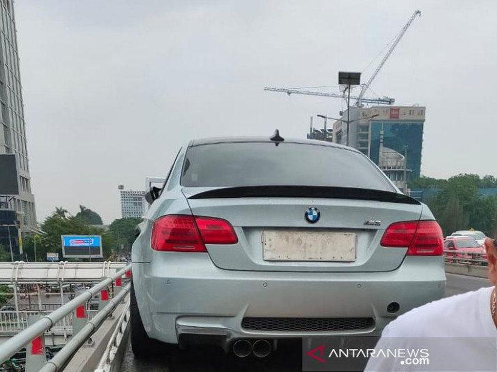 BMW Kecelakaan karena Jalanan Licin, Ingat Bahaya Hydroplaning