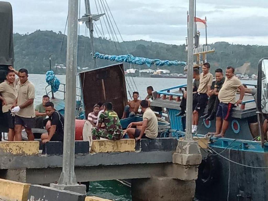 Misteri Kapal Hilang di Laut Maluku, 8 Drum Avtur dan PDH TNI Ditemukan