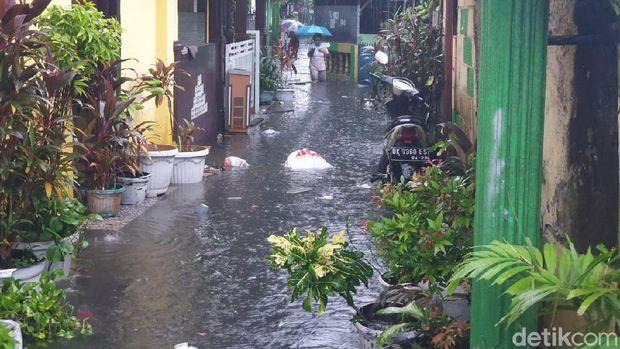 Jakarta Diguyur Hujan Deras Pagi Ini, Sejumlah Titik Tergenang Banjir