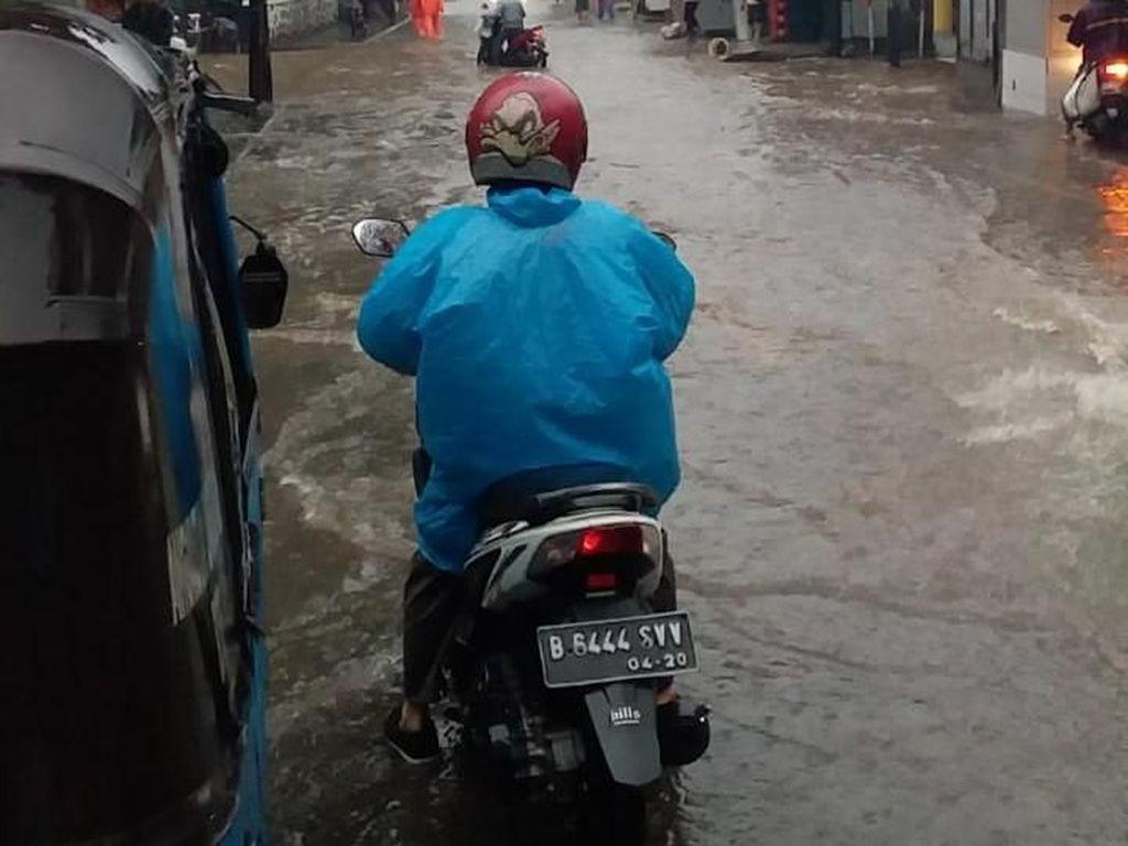 11 Jalan di Jakarta Terendam Banjir, Ketinggian Air 5-30 Cm