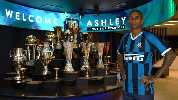Ashley resmi berseragam Inter Milan
