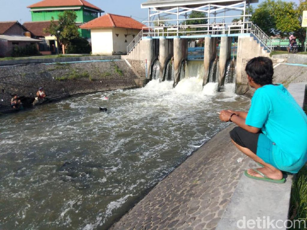 Busa yang Sempat Menggunung di Sungai Sidoarjo Kini Hilang