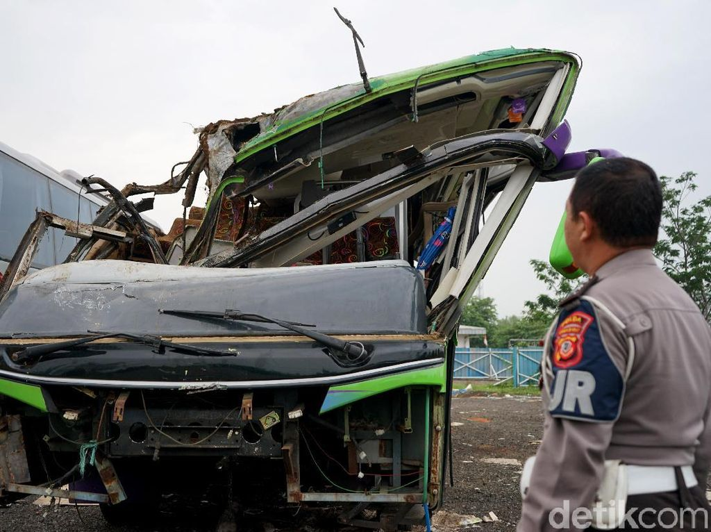 Kecelakaan di Subang Tewaskan 8 Orang, Salah Satunya Sopir Bus