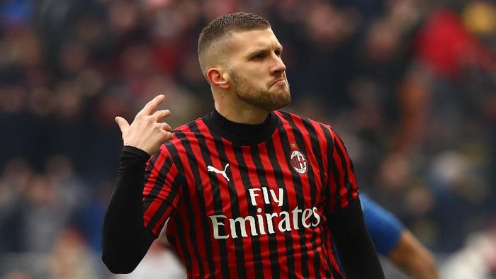 MILAN, ITALY - JANUARY 19:  Ante Rebic of AC Milan celebrates his goal during the Serie A match between AC Milan and Udinese Calcio at Stadio Giuseppe Meazza on January 19, 2020 in Milan, Italy.  (Photo by Marco Luzzani/Getty Images)