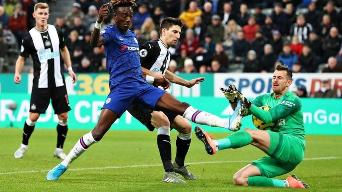 NEWCASTLE UPON TYNE, ENGLAND - JANUARY 18: Martin Dubravka of Newcastle United saves an attempt on goal from Tammy Abraham of Chelsea during the Premier League match between Newcastle United and Chelsea FC at St. James Park on January 18, 2020 in Newcastle upon Tyne, United Kingdom. (Photo by Alex Livesey/Getty Images)