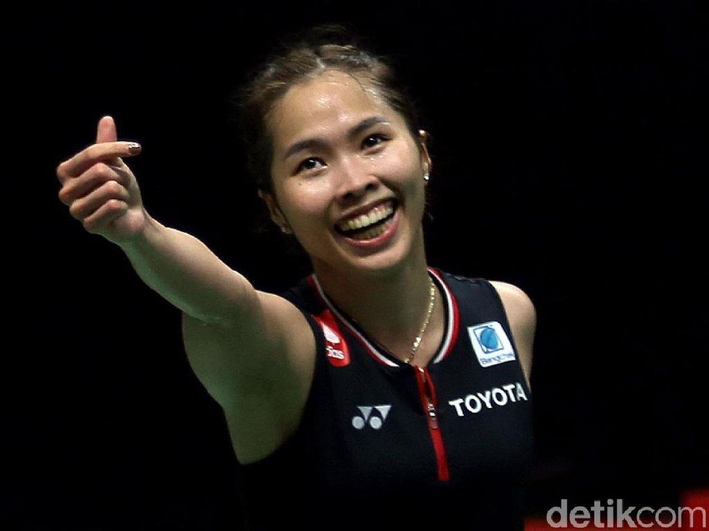 Senyum Ceria Ratchanok Intanon Usai Jadi Juara Tunggal Putri