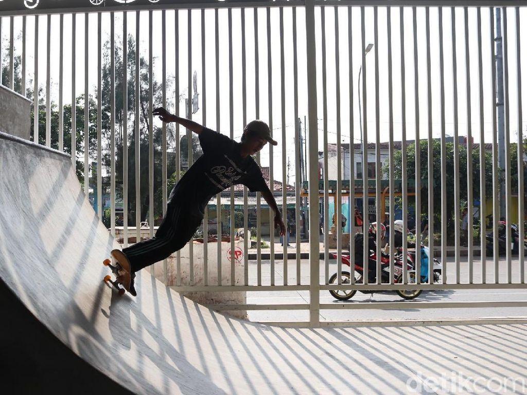 Skate Park Kekinian di Kolong Flyover Pasar Rebo