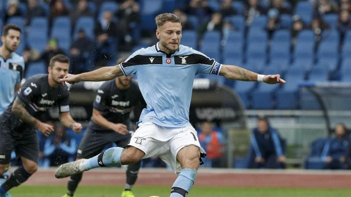 Lazios Ciro Immobile scores his sides second goal on a penalty shot during a Serie A soccer match between Lazio and Sampdoria, at Romes Olympic Stadium, Saturday, Jan. 18, 2020. (AP Photo/Andrew Medichini)