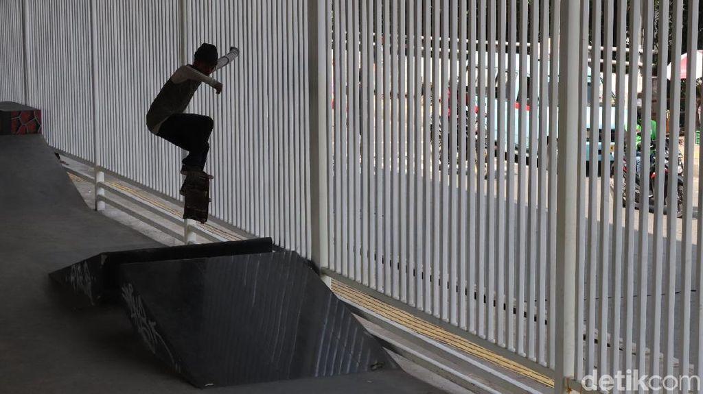 Nongkrong Asyik Sambil Cari Keringat di Skate Park Kolong Pasar Rebo
