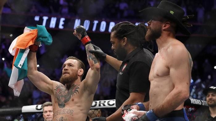 Conor McGregor tampil beda di akhir pekan lalu. Dia masih buas di atas octagon, tapi sikapnya kini seperti anak baik-baikFoto: Steve Marcus/Getty Images/AFP