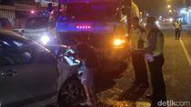 MPV Tabrak Truk di Jalur Arteri Jombang, 2 Orang Tewas, 5 Luka