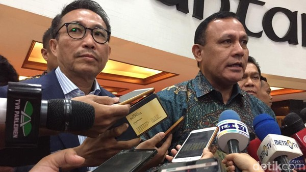 Ketua KPK Firli Bahuri (kanan) (Azizah/detikcom)