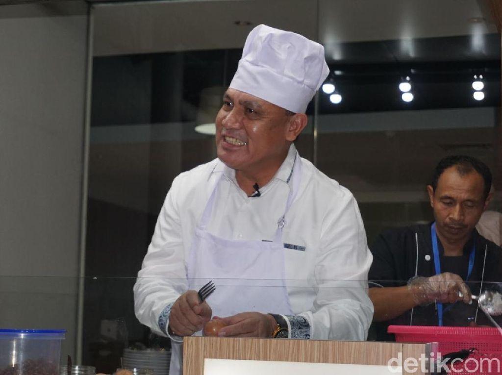 Silaturahmi dengan Dewas KPK, Chef Firli Masak Nasi Goreng