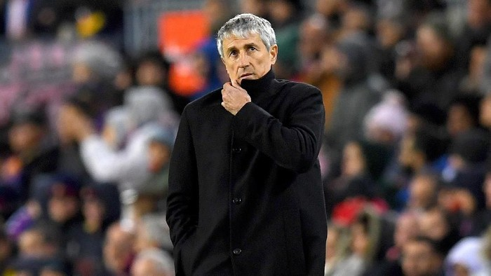 BARCELONA, SPAIN - JANUARY 19: Quique Setien, Manager of Barcelona reacts during the La Liga match between FC Barcelona and Granada CF at Camp Nou on January 19, 2020 in Barcelona, Spain. (Photo by Alex Caparros/Getty Images)
