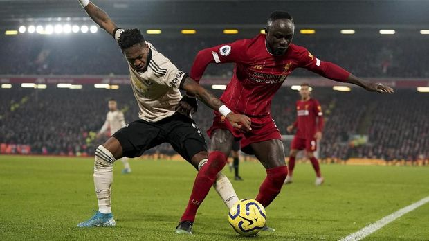 Liverpool's Sadio Mane, right, and Manchester United's Fred challenge for the ball during the English Premier League soccer match between Liverpool and Manchester United at Anfield Stadium in Liverpool, Sunday, Jan. 19, 2020.(AP Photo/Jon Super)