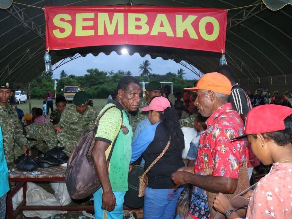 Satgas Pamtas RI-PNG Gelar Pasar Murah di Papua