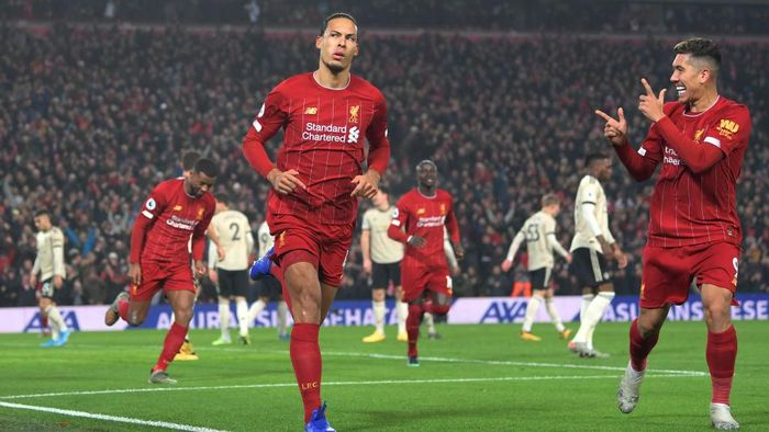LIVERPOOL, ENGLAND - JANUARY 19: Virgil van Dijk of Liverpool celebrates with Roberto Firmino after scoring his teams first goal during the Premier League match between Liverpool FC and Manchester United at Anfield on January 19, 2020 in Liverpool, United Kingdom. (Photo by Michael Regan/Getty Images)