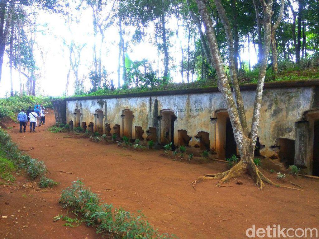 Foto: Benteng Bersejarah di Tengah Hutan Sumedang