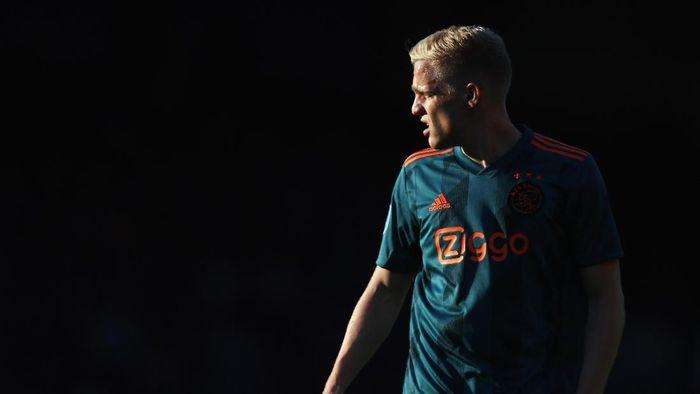 DOETINCHEM, NETHERLANDS - MAY 15: Donny van de Beek of Ajax in action during the Eredivisie match between De Graafschap and Ajax at Stadion De Vijverberg on May 15, 2019 in Doetinchem, Netherlands. (Photo by Dean Mouhtaropoulos/Getty Images)