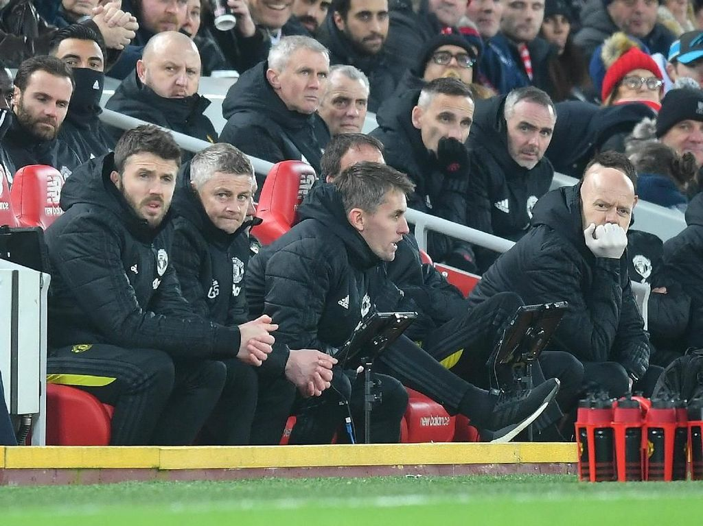 Carrick Ribut dengan Fan Liverpool saat MU Dikalahkan Si Merah