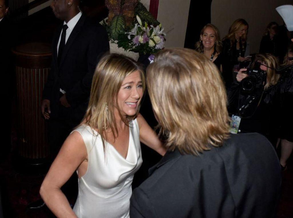 Wajah Malu-malu Brad Pitt Saat Diminta Ajak Jennifer Aniston Kencan ke Oscars