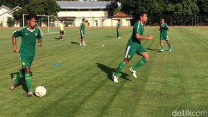 Latihan Persebaya Surabaya Masih Tanpa Osvaldo Haay