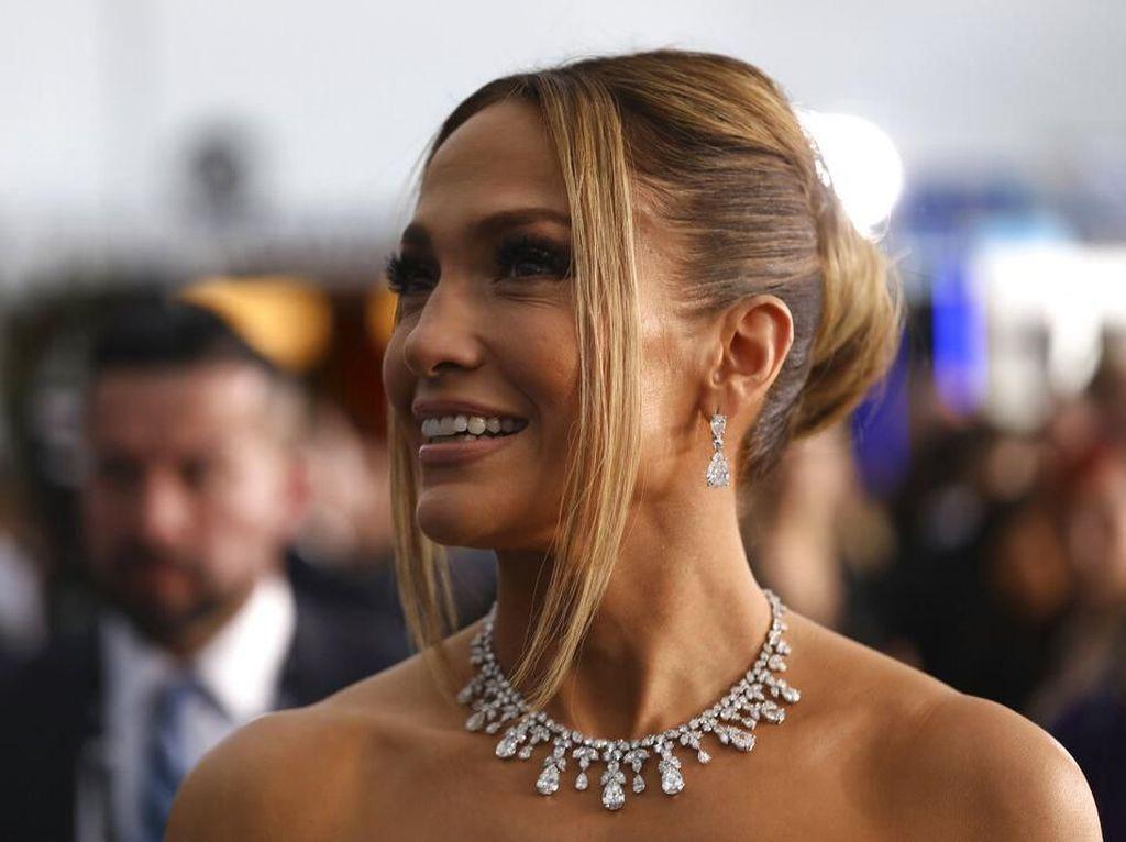 Jennifer Lopez Kenang Cincin Tunangan Mewah dari Ben Affleck
