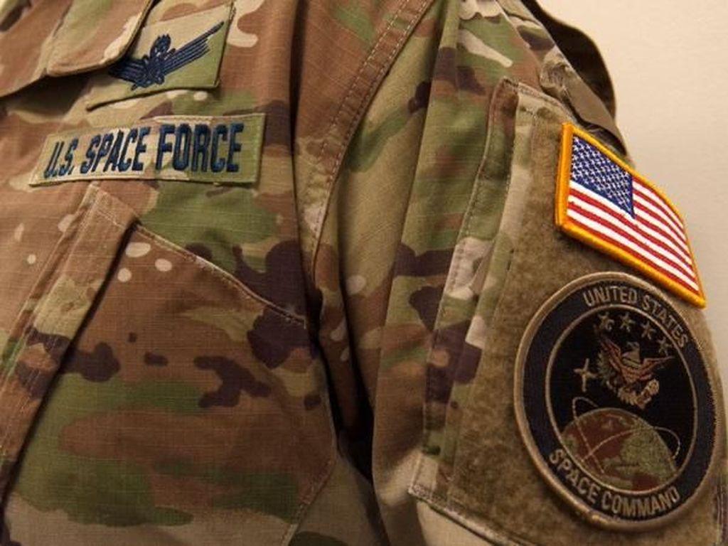 Pasukan Antariksa Amerika Serikat Terbangkan Satelit Pertama