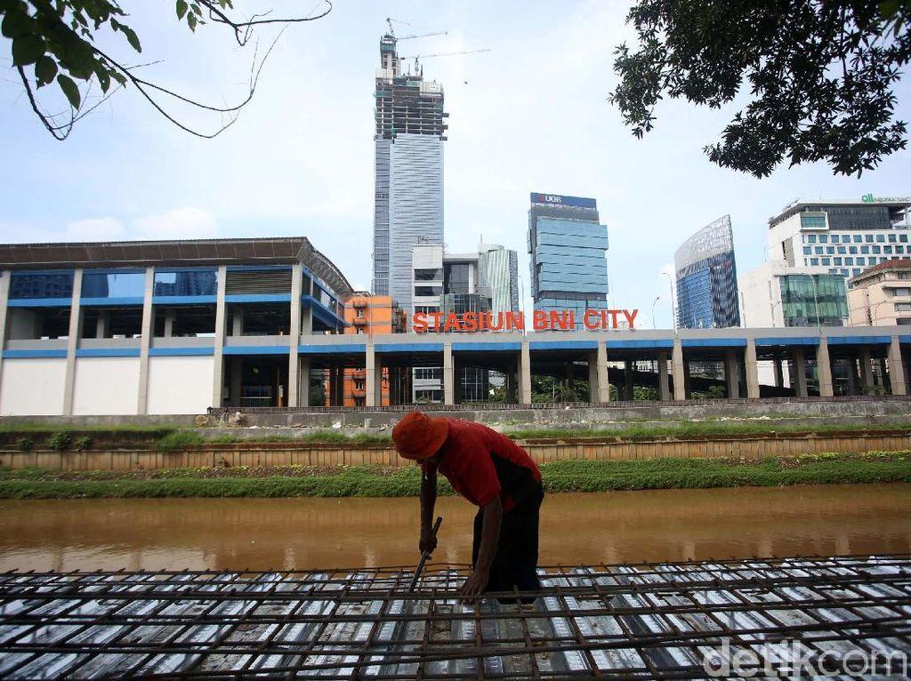 Revitalisasi Trotoar di Sisi Selatan Banjir Kanal Barat