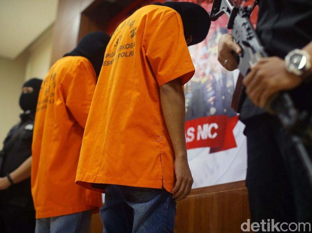 Dibekuk Polisi, Pengedar 70 Kg Sabu Tertunduk Malu
