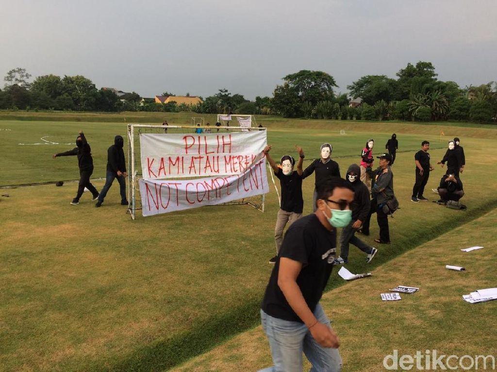 Latihan Perdana PSS Sleman Diwarnai Protes Suporter: Kembalikan Seto!