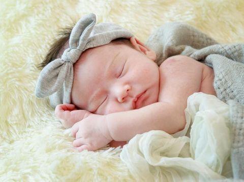 7 Ide Kado untuk Bayi Perempuan, Pita Hingga Boneka