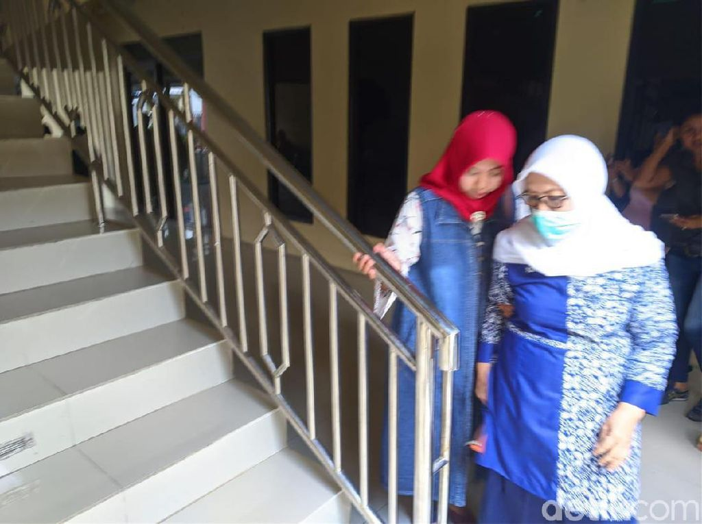 KPK Periksa Ibu Eks Bupati Mojokerto Terkait Kasus Pencucian Uang