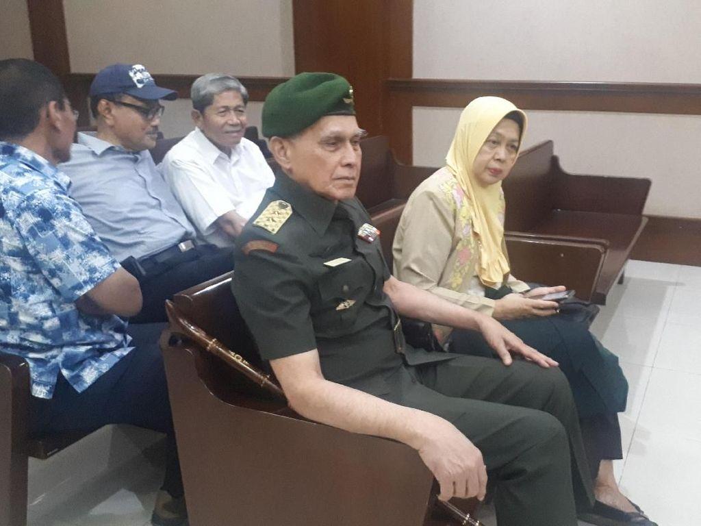 Video Gaya Kivlan Zen Jalani Sidang: Berseragam TNI, Salam Hormat